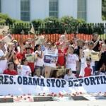 Arrestan a 145 en manifestación pro migrante frente a Casa Blanca