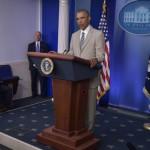Critican a Obama por vestir traje color beige