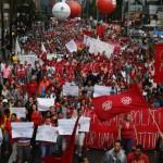 Manifestantes marchan en Sao Paulo contra la derecha