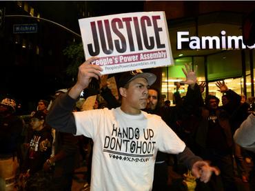 Suman 323 los detenidos en Los Ángeles por caso Ferguson