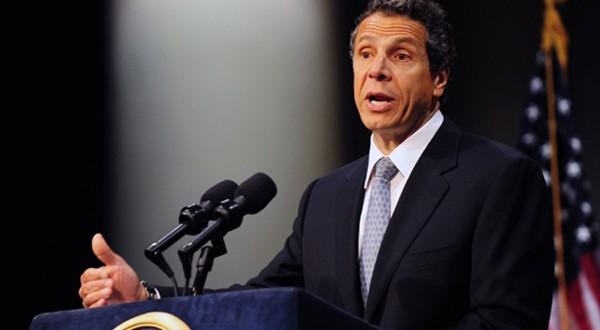 Critican a gobernador de NY por eliminar propuesta pro inmigrante