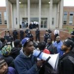 Protestan en Baltimore por muerte de afroestadounidense
