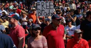 Fanáticos de Patriotas se manifiestan en apoyo a Tom Brady