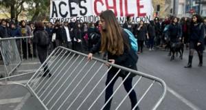 Estudiantes chilenos marchan por participación en reformas educativas
