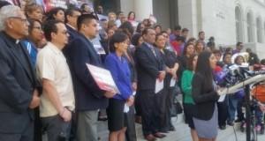 """Activistas reclaman fin de """"politiquería"""" con migrantes en EUA"""