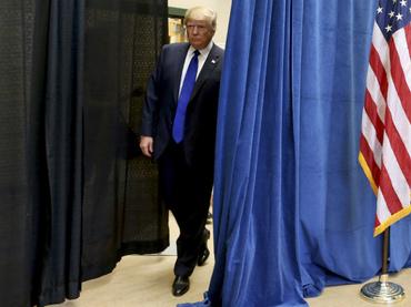 La mitad de los hispanos rechaza a Donald Trump, según encuesta