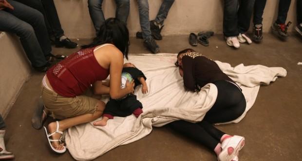 El Gobierno gana tiempo para justificar detención de familias