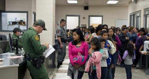 Acusan a médicos de ICE de condonar detención de menores enfermos