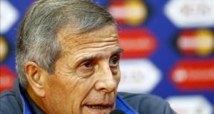 """Tabárez no le da la responsabilidad de """"salvador"""" a Luis Suárez"""